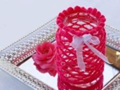 Romantisches Windlicht Das wollen wir machen: Für 1 Windlicht benötigst Du folgende Materialien: 1 Gurkenglas (Inhalt ca. 680 ml, rund oder oval, Durchmesser: ca. 9 cm, Höhe: 13 bis 15 cm) ca. 25 g Bravo-Wolle (Schachenma