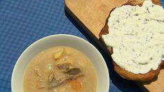 Gasztroangyal.hu: Tárkonyos-vargányás krumplileves Hummus, Camembert Cheese, Eggs, Breakfast, Ethnic Recipes, Food, Morning Coffee, Essen, Egg