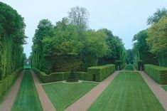 Enclosed Gardens by Malcolm Kirk Planting Shrubs, Garden Shrubs, Garden Landscaping, Landscaping Ideas, Formal Gardens, Small Gardens, Boxwood Garden, Topiary Garden, Flower Bed Designs
