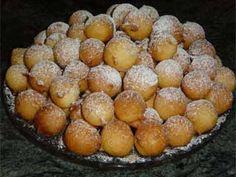 https://flic.kr/p/7fn7Nw | Bolinho de chuva | Ingredientes · 1/2 colher (chá) de fermento em pó · 1 xícara (chá) de farinha de trigo · 1/2 xícara (chá) de maisena · 4 colheres (sopa) de açúcar · 1 ovo · 1/2 xícara (chá) de leite · Açúcar e canela para polvilhar · Óleo para fritar  Modo de preparo Peneire todos os ingredientes secos e ponha em uma tigela. Faça um buraco no meio e junte o ovo batido e o leite. Mexa com uma colher de pau até formar uma massa homogênea. Aqueça o óleo e, com uma…