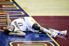 Report: Cavaliers' Anderson Varejao Has Torn Achilles, Out For Season http://foxs.pt/1xhyZLX via @NESN