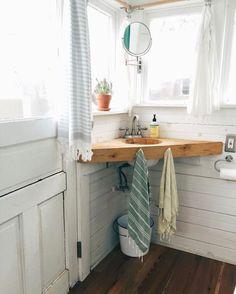 Nice 70 Tiny House Bathroom Shower Tub Ideas https://decorecor.com/70-tiny-house-bathroom-shower-tub-ideas