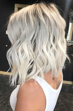 Atemberaubende eisblonde Haarfarbtrends für Frauen 2018 Browsing for best hair colors to show off right now? In this post we have an amazing list of ice blonde hair color trends for various hair lengths that you may use to wear in ever season of the year. Ice Blonde Hair, Blonde Hair Colors, Short Platinum Blonde Hair, Icy Blonde, Short Blonde, Edgy Blonde Hair, Black Roots Blonde Hair, Platnium Blonde Hair, Super Blonde Hair