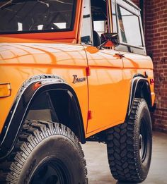 Classic Ford Broncos, Classic Bronco, Classic Trucks, Classic Cars, Vintage Trucks, Old Trucks, Broncos Pictures, Bronco Truck, Early Bronco