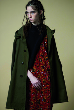 「ワイズ(Y'S)」は2016-17年秋冬コレクションを発表した。