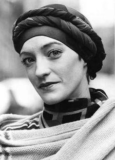 headscarf. loulou de la falaise.