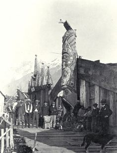Nuxalk group in front of Chief Clellamin's house - 1894 Native American Photos, Native American Indians, Native Americans, Native Indian, Native Art, Totems, Aboriginal Culture, Tlingit, Old Trees