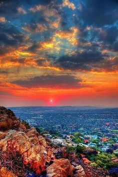 Photo taken from Northcliff Hill, Johannesburg - South Africa. South Africa Travel Destinations Backpack Backpacking Vacation Africa Off the Beaten Path Budget Wanderlust Bucket List Beautiful Sunset, Beautiful World, Beautiful Places, Places Around The World, Around The Worlds, Pretoria, Sunset Landscape, Belleza Natural, Africa Travel