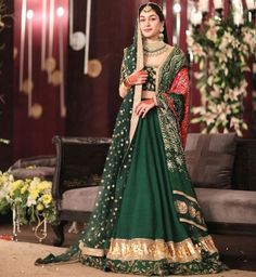 Explore all the latest and trending choli designs for your lehenga. Bridal Mehndi Dresses, Mehendi Outfits, Indian Bridal Outfits, Pakistani Wedding Dresses, Pakistani Outfits, Bridal Lehenga, Wedding Lehanga, Sikh Wedding, Wedding Suits