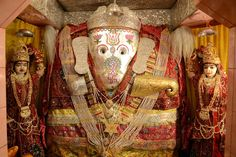 Ganesh Temple is located at a distance of 5 km from the city of #Jodhpur in Ratananda. Dedicated to #LordGanesh, this #temple; according to a legend, a teacher saw a giant statue of the deity on the hills of Ratananda. Lord Ganesh statue height and width was 8 ft and 5 ft. #holyplaces #tourism #rajasthandiaires