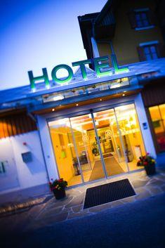 In dem von der Familie Vorauer geführten 4-Sterne Hotel wird jeder Gast stets charmant, freundlich und voller Tradition verwöhnt. #hotelteichwirt #almgasthof Das Hotel, Freundlich, Neon Signs, Vacation Places, Recovery