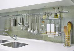 Como organizar os armários e gavetas da cozinha