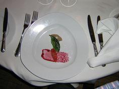 forrett gåselever (Krakow) Krakow, Panna Cotta, Strawberry, God, Fruit, Ethnic Recipes, Dulce De Leche, Dios, The Fruit
