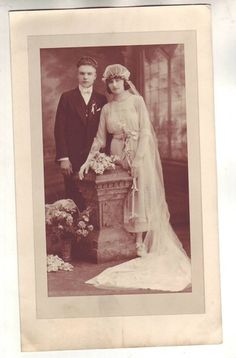 Gorgeous Vintage Wedding Photo Lovely Bride Beautiful Hairpiece Veil Flowers | eBay