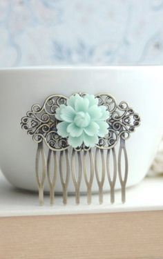 Soft Mint Green Chrysanthemum Comb