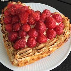 Den bedste jordbærtærte med mazarinbund og kransekage   Mummum