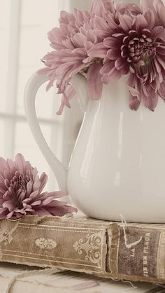 Dusty Plum, French Lavender, Herb, Taupe I Love the color combos ! Color Mauve, Muted Colors, Neutral Tones, Colour Schemes, Color Combos, French Lavender, Lavender Color, Soft Summer, Color Stories