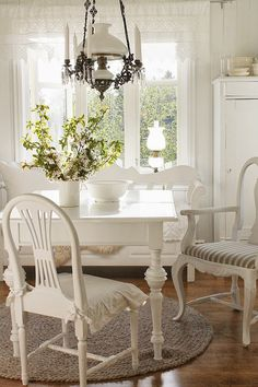 Stupendous Tips: Shabby Chic Living Room Boho vintage shabby chic decor. Shabby Chic Dining Room, Shabby Chic Chairs, Shabby Chic Interiors, Chic Living Room, Shabby Chic Homes, Shabby Chic Furniture, Living Rooms, Shabby Chic Cottage, White Furniture