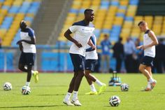 Paul Pogba of France controls the ball during a France national team...