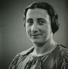 Edith Frank witnesses her children leave Auschwitz, and becomes ill. She dies of exhaustion in January 1945.