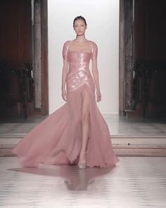 Rose Slit Evening Maxi Dress / Evening Gown with a Back Cut, Short Sleeves and a Train. Runway Show by Tony Ward. Best Picture For Bodycon Dress curvy For Your T Edgy Outfits, Classy Outfits, Elegant Dresses, Nice Dresses, Rainbow Wedding Dress, Kaftan, Tony Ward, Popular Outfits, Classic Wedding Dress