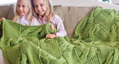 Snuggle into your very own knitted blanket or afghan! We're giving you 7 FREE knitted blanket & afghan patterns, so start your #knitting! #knittedblanket #knittedafghan