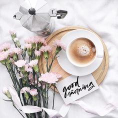 Everyone needs beautiful good morning images. When we wake up in the morning we send beautiful good morning images to our loved ones. Flat Lay Photography, Coffee Photography, Morning Photography, Photography Ideas, Good Morning Coffee, Coffee Break, Morning Morning, Good Morning Friends, Pause Café