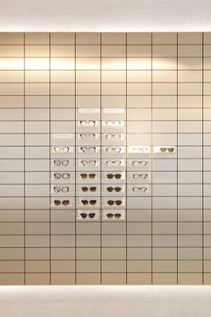 Rad van Fortuin mechanisme Viu eyewear creates gallery-like space for its Vienna flagship store Retail Store Design, Retail Shop, Retail Interior Design, Retail Displays, Shop Displays, Merchandising Displays, Window Displays, Eyeglass Stores, Eyewear Shop
