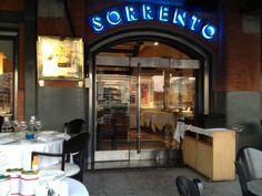 Sorrento Restaurant en Baires, Puerta patio exterior vista al rio.