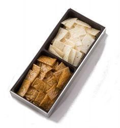 銀座松崎煎餅の江戸あられ夕霧。カンナで削ったような薄いおせんべいなので、店頭でしか取り扱いがない品。