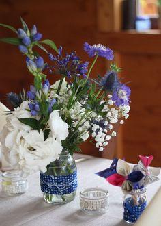 Table mariage  bleu hortensias gypsophiles chardons - fleurs by Farandoll- Solange Alia