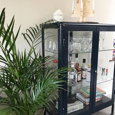 The drinks cabinet has been stocked for the Christmas holidays- once the kids are off school, I'll need it! 🤣 I've written a little blog post about preparing for overnight guests over the festive season so pop over via the link in my profile for some top tips to help make it a super relaxed experience for both host and visitor!