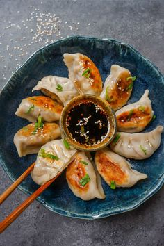 Dumplings are definitely comfort food in every sense of the word, so here are 32 easy dumpling recipes from Chinese dumplings and Japanese gyoza, to Korean dumplings, potstickers and more. Think Food, I Love Food, Good Food, Food Goals, Aesthetic Food, Food Cravings, Diy Food, Asian Recipes, Food Inspiration