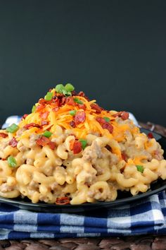 One-Pot Bacon Cheeseburger Mac & Cheese: a super simple, one-pot meal that's hearty and comforting!