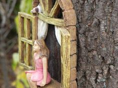 Venster met zithoek meisje en vogel  miniatuur tuin