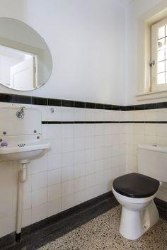Jaren30woningen.nl   Toilet in jaren 30 stijl