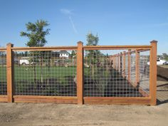 Easy DIY Hog wire fence Cost for Raised Beds How To Build A Hog wire fence Ideas Metal Vines Hog wire fence Dogs Hog wire fence Gate Railing Modern Hog wire fence Plans Garden Design Black Front Yard Hog wire fence Tall Privacy Hog wire fence Deck Instruc Hog Wire Fence, Welded Wire Fence, Diy Fence, Backyard Fences, Garden Fencing, Fence Ideas, Fence Gate, Cedar Fence, Backyard Ideas