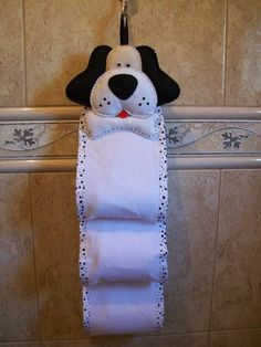 Porta-papel higiênico peixe e peixinho Patch Quilt, Handmade Crafts, Diy And Crafts, Sewing Crafts, Sewing Projects, Sewing Tutorials, Toilet Paper Roll Holder, Plastic Bag Holders, Toilet Accessories