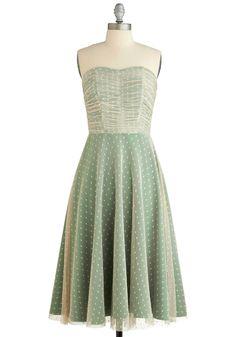 I don't normally like sleeveless dresses, but this is soooo prettyyyyyy. I hope they restock sizes!