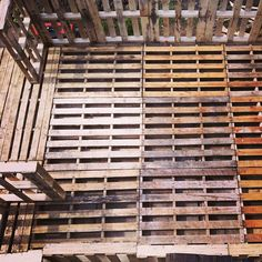 The DIY Pallet Shed, great pallet project.