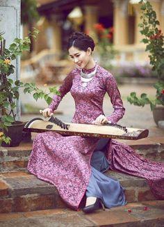 "vietnam , ethnic groups in Vietnam , hue ( thua thien hue ) , trungviet kingdom , ""aodai cungdinh"" Vietnamese Traditional Dress, Vietnamese Dress, Traditional Dresses, Ao Dai, Oriental Fashion, Asian Fashion, Oriental Dress, Vietnam Costume, Japan Fashion"