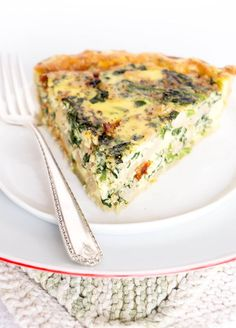 Spinach, White Bean & Sun Dried Tomato Quiche - Need a BREAKFAST QUICHE? This favorite breakfast/brunch quiche is stuffed with spinach, beans, sun dried tomatoes and fontina cheese! | recipe at OatandSesame.com