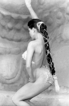 Debra Paget with her costume glued on the body. Very special. No bodystocking in Fritz Lang's german movie DAS INDISCHE GRABMAL 1959.