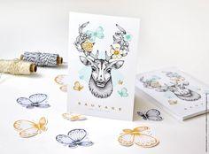 Carte postale avec tête de cerf et papillons. Illustrée à la main. http://printyourlove.fr/decoration-interieur/carte-postale/