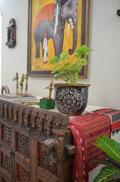 50 Indian Interior Design Ideas: Great Option For Indian Ethnic Console Table Or A Chest Ethnic Home Decor, Indian Home Decor, Bohemian Decor, Indian Inspired Decor, Indian Interior Design, Bali, Indian Interiors, Indian Furniture, Pooja Rooms