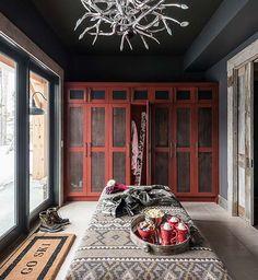 Sumptuous Montana retreat featuring cozy rustic-modern