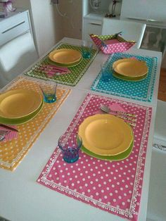 Polka Dot placemats and matching fabric bowl Sewing Hacks, Sewing Crafts, Sewing Projects, Projects To Try, Table Runner And Placemats, Table Runners, Place Mats Quilted, Sewing Table, Mug Rugs