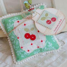 Almofada com cerejas