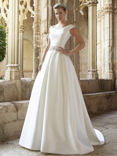 Stunning Raimon Bundo Wedding dress.