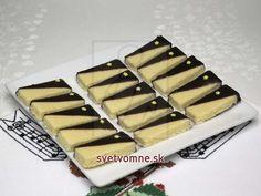 Kokosové polomáčané cukrovinky • Recept | svetvomne.sk Gladiator Sandals, Desserts, Recipes, Cookies, Fit, Candy, Cacao Powder, Chocolate, Chocolate Candies